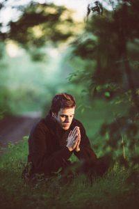man, pray, sit-1350599.jpg